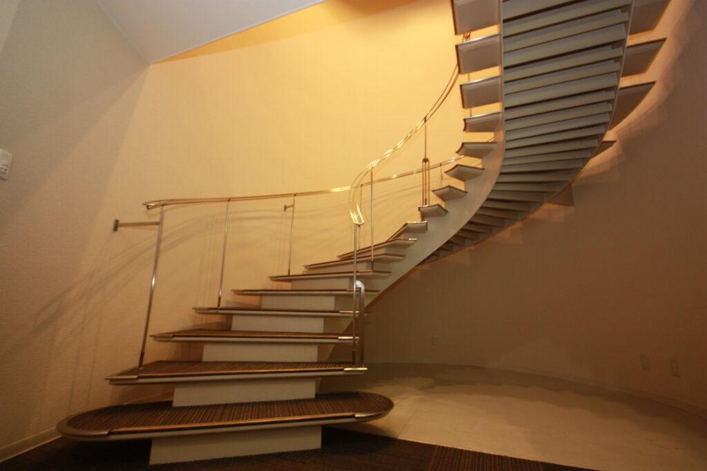 3Fへの螺旋階段