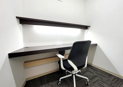 完全個室の従来型多人数用オフィス